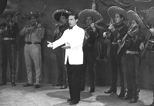 Michelangelo Verso singing with the Mariachis of Mexico