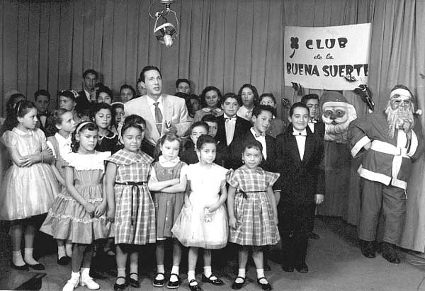 Michelangelo Verso sings with a children's choir at Televicentro