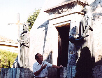 M. Verso in front of Beniamino Gigli's tomb (close-up).